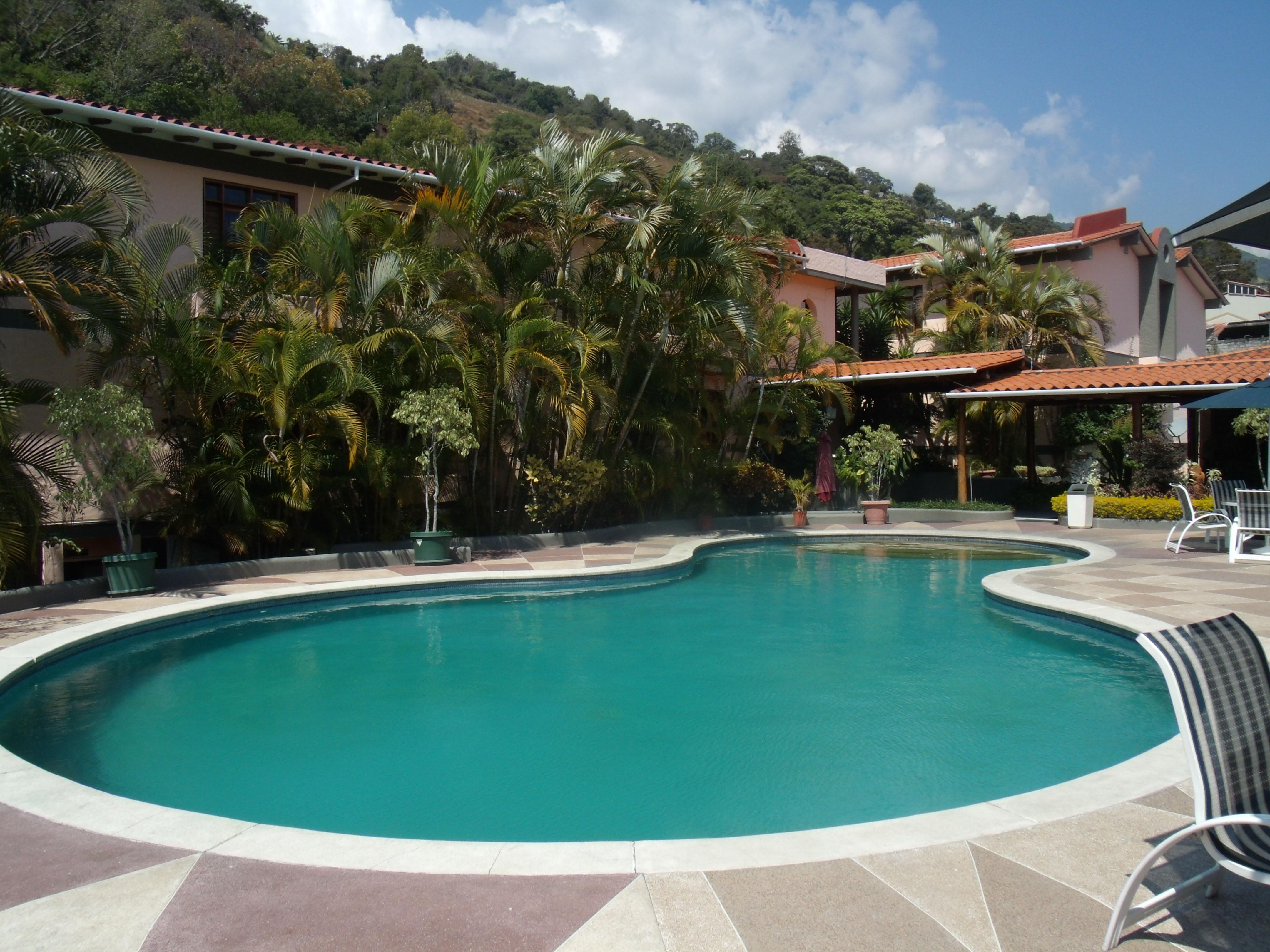 Viaje sin escala agencia de viaje con pasajes hacia for Hoteles en merida con piscina